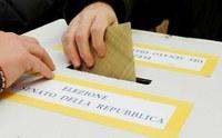Termini e modalità di esercizio dell'opzione degli elettori residenti all'estero per il voto in Italia