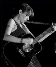 foto con chitarra piccola.jpg